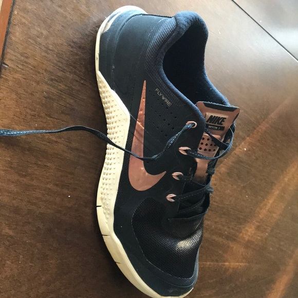 0df272d436ae Women s Nike Metcon 2 Rose Gold size 9. M 5c2fdc78df0307917309661d